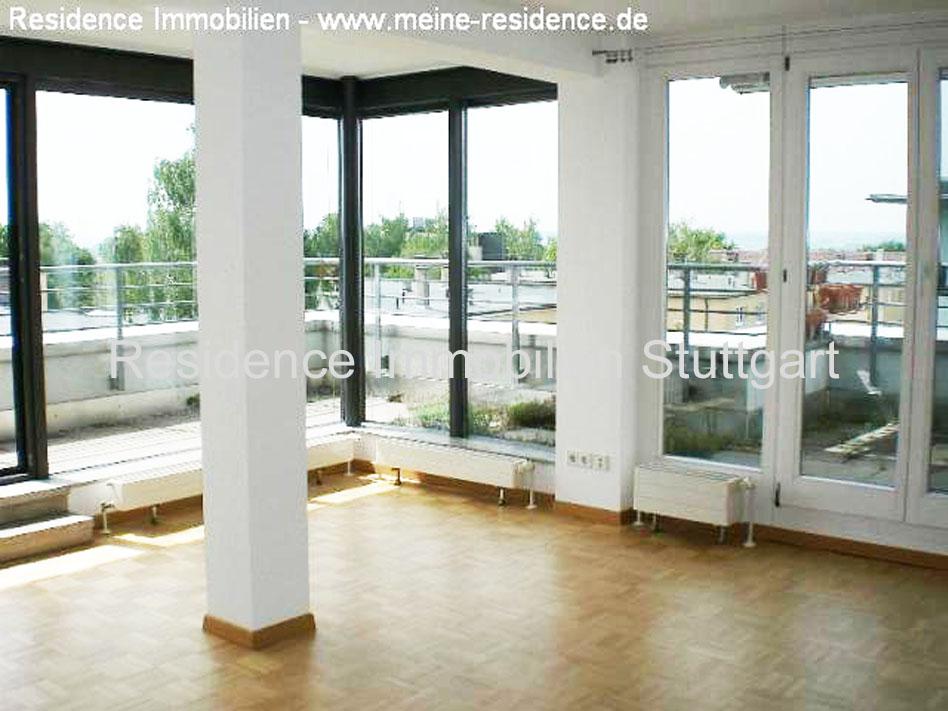 penthouse wohnung mit dachterrasse aufzug und blick zum. Black Bedroom Furniture Sets. Home Design Ideas