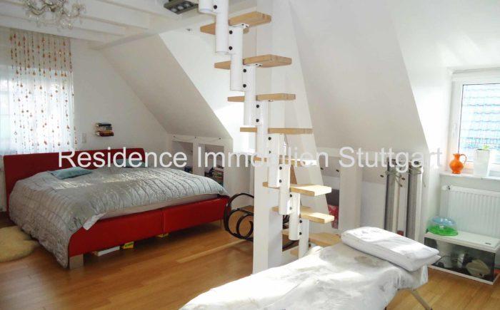 Schlafbereich im Dachstudio - Haus zu verkaufen in Stuttgart